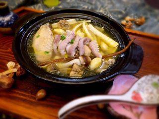 唯爱炖鸡~白果肚子松茸多鲜土鸡汤,给你爱的家人盛上热气腾腾的一碗