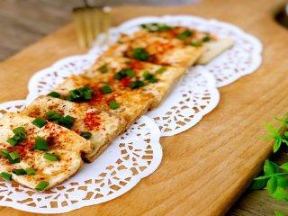 外焦里嫩的街头人气小吃,在家也能做——铁板孜然煎豆腐