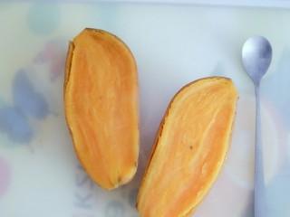 奶香芝士焗红薯(地瓜),上锅蒸15到20分钟,蒸熟即可