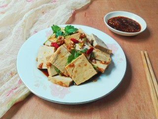 厨房挑战+素菜+香菜枸杞麻油香糕,拍一张照片,嗯!不错漂亮!还好吃😋