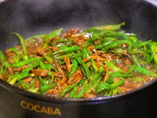 尖椒肉丝拌面,我就大概翻炒了几下,喜欢吃硬些的