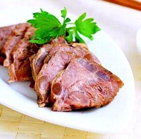 秘制酱牛肉,这个切的厚了些,刀工不好。见谅