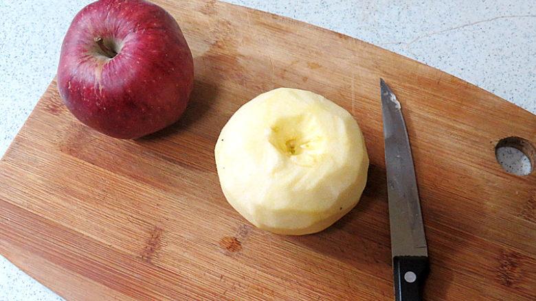 酥脆果香滴法式苹果派,苹果去皮挖去苹果心