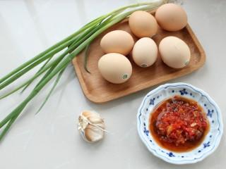 鱼香荷包蛋,准备好所需食材