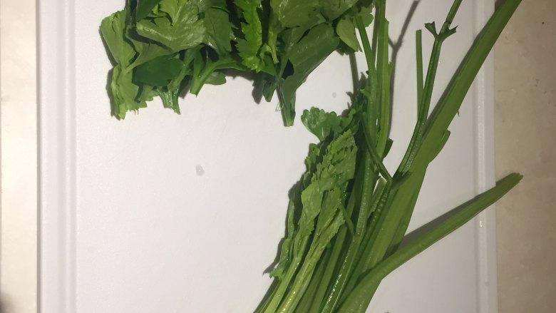 水波蛋肉醬燉菜佐法棍,芹菜摘去葉子留莖