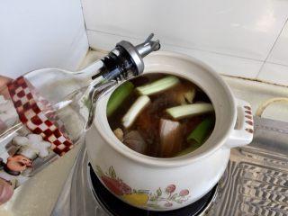 煲一锅好卤➕香卤牛肉,再加入少许料酒