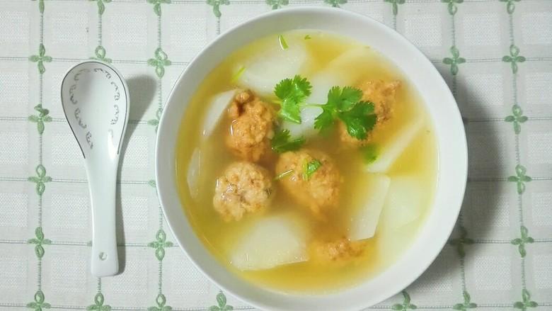 香菜白萝卜块肉圆汤