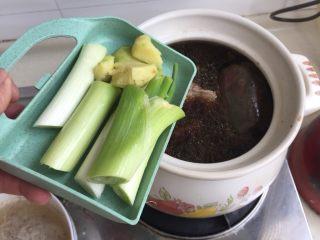 煲一锅好卤➕香卤牛肉,加入大葱姜块