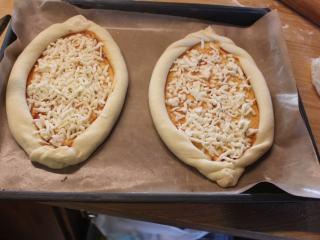 土耳其披萨,铺满莫札瑞拉吉士。