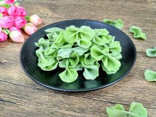 菠菜蝴蝶面,也可以换成其它蔬菜来做蝴蝶面