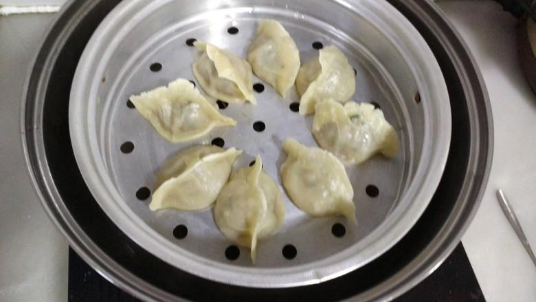 韭菜肉蒸饺,蒸熟的饺子
