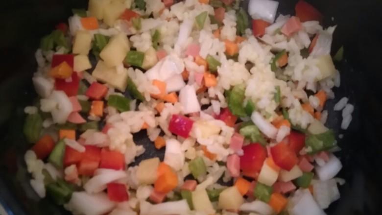 大富大贵黄金结,将蔬菜倒入锅中并根据个人口味添加材料