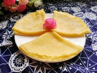 牛奶雞蛋玉米餅,依次做好剩下的餅,鋪桌布,可以美美的享用啦!