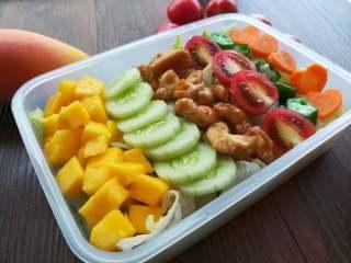 早安早餐+清爽照烧鸡沙拉,按喜好整齐地排上制备好的食材。