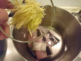 虱目魚湯,加姜絲