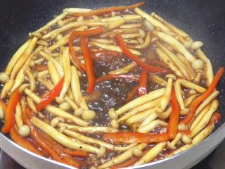 牛柳海鲜菇,翻炒均匀