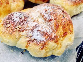 红糖黄油椰香面包(手工版),成品颜值也不错哟