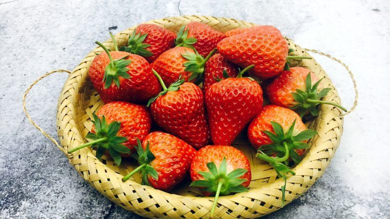 古法熬制 草莓酱,新鲜的<a style='color:red;display:inline-block;' href='/shicai/ 592'>草莓</a>。