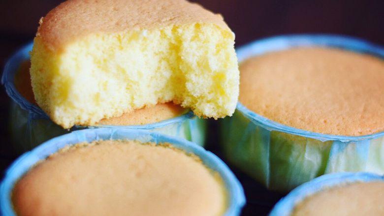 不一样的海绵杯子蛋糕,蛋糕切面,这个方子完全不会塌。很饱满。