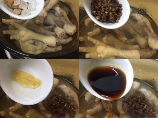厨房挑战+荤菜+秘制红烧鸡爪,挨个加入所有的调料;