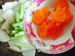 挑战厨房 +素菜+清炒盘菜,再加入胡萝卜