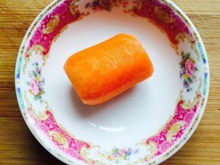 挑战厨房 +素菜+清炒盘菜,胡萝卜一小段削皮洗干净