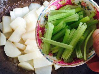 挑战厨房 +素菜+清炒盘菜,加入芹菜