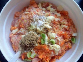 厨房挑战+荤菜+胡萝卜猪肉馅饺子,加1小勺五香粉