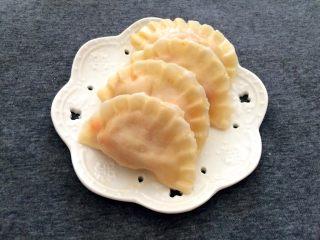 厨房挑战+荤菜+胡萝卜猪肉馅饺子,煮好的饺子捞出
