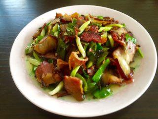 乡味十足➕重庆~烟熏腊肉炒蒜苗