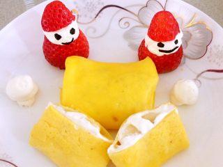 香蕉班戟,摆盘,挤上两雪球装饰
