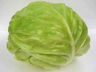 麻油蒜蓉卷心菜,卷心菜一棵。