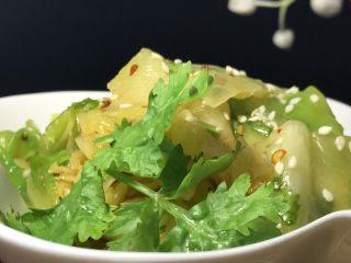 麻油蒜蓉卷心菜,卷心菜有它本身的甜味。