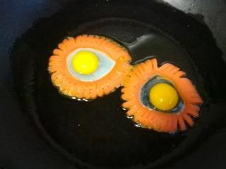 火腿肠太阳蛋,把鹌鹑蛋打入圈中