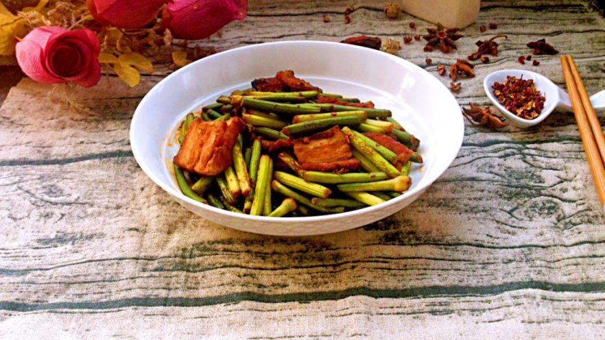 蒜苔炒回锅肉