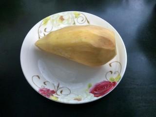 芝麻红薯球,准备红薯,去皮洗净。