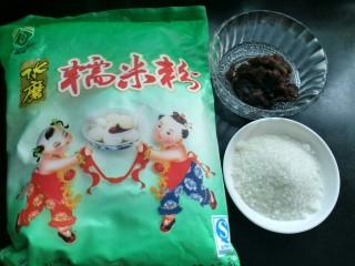 芝麻红薯球,准备糯米粉,白糖和豆沙。