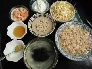 海鲜酸辣汤羹,材料准备好