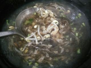 海鲜酸辣汤羹,放发菜搅拌均匀