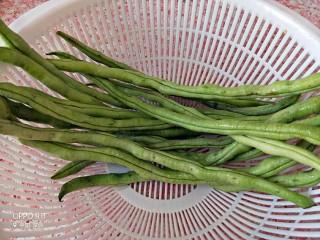 橄榄菜豆角,新鲜的豆角清洗干净