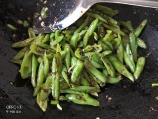 橄榄菜豆角,炒好的豆角翠绿翠绿的,可以出锅啦