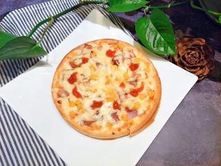 微波炉披萨,一分钟以后,如果表面的芝士没有融化的很好,就继续高火半分钟,自己调节