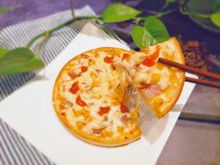 微波炉披萨,这样出来芝士也是可以拉丝的哦,用微波炉很方便的。