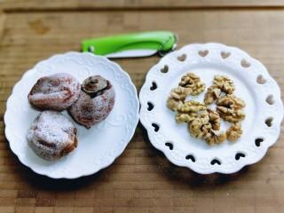 #柿子饼的特殊吃法#柿子饼包核桃-三种口味,柿子饼和熟核桃。