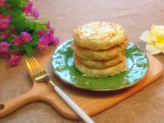 萝卜丝饼,外皮酥脆,里嫩鲜香的萝卜丝饼,美美的享用吧。