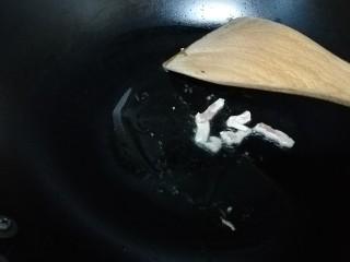 汤黄元米果,扔一点肉丝翻炒一下