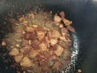 干豆角炒肉,放生抽上色