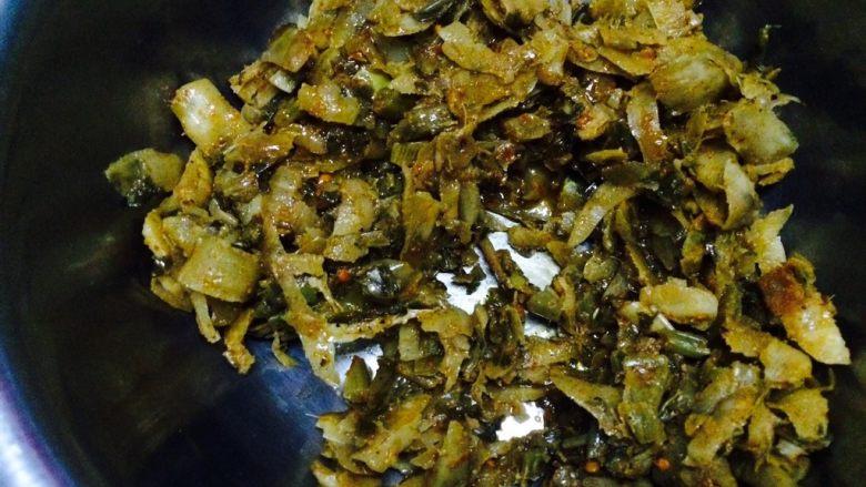 山西面食,炒莜面,准备好,炒好的酸辣芥菜,山西特色家家都有