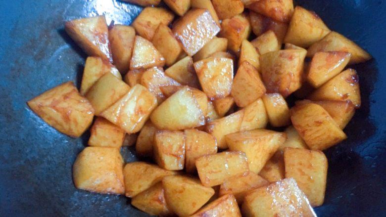 清炖白萝卜,翻炒均匀。