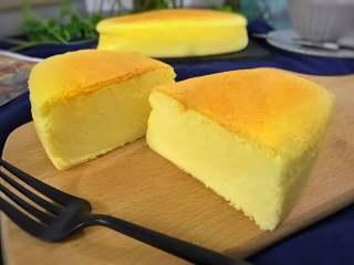轻乳酪蛋糕,冷却后食用,或冷藏后食用口感更佳哦。